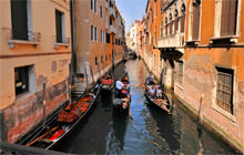 Gondolas on the canal, Venice - Virtual tour